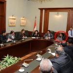 محافظ الإسكندرية وزوجته خلال اجتماع رسمي